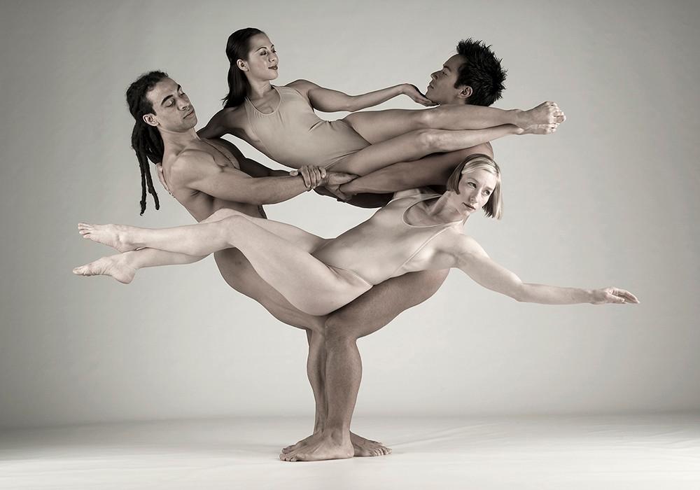 smotret-golie-tantsovshitsi