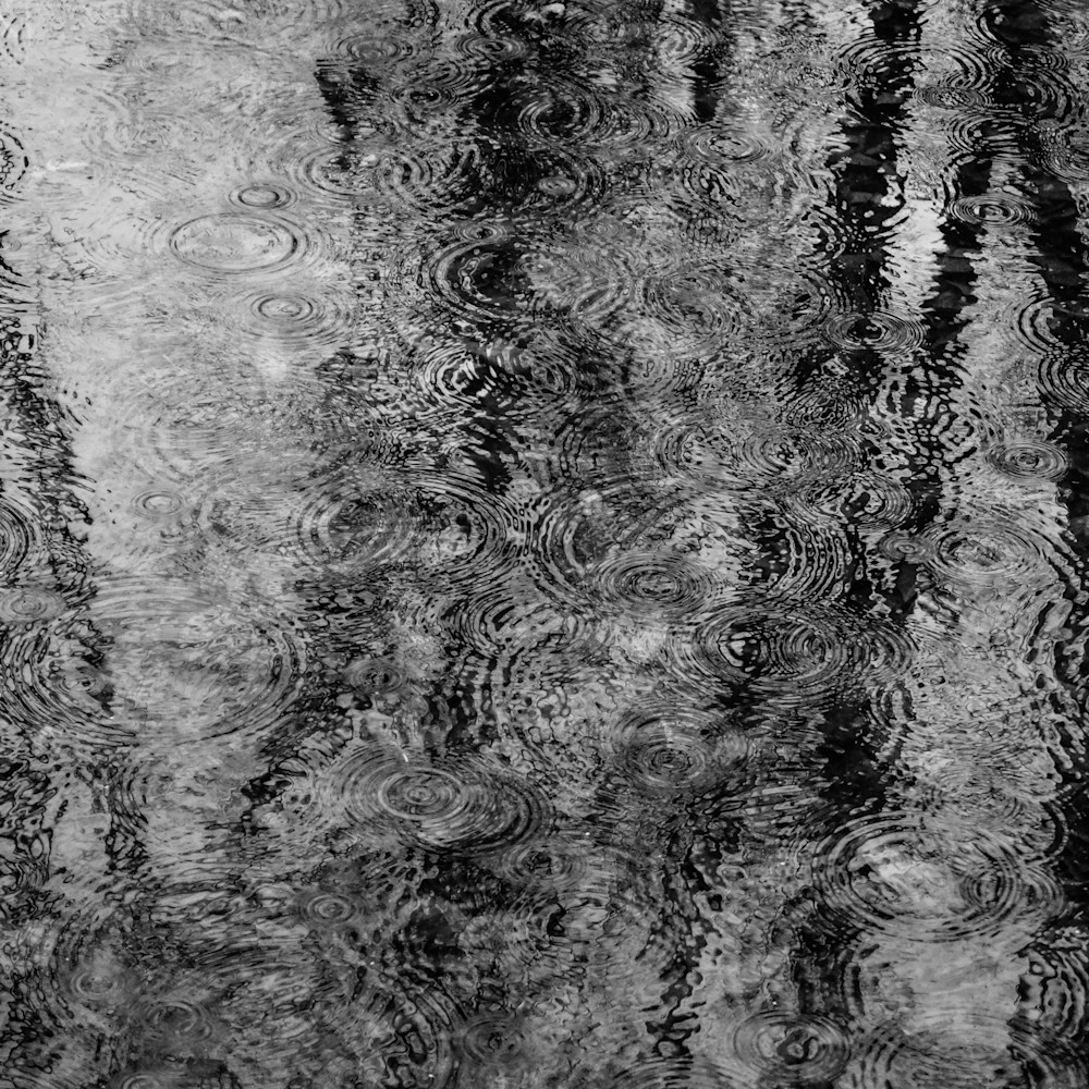 Raindrops in the river he24jh