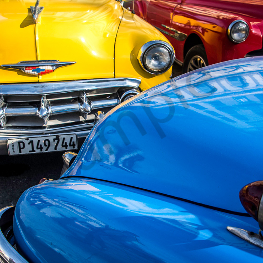 Reflection blue car rz9xex