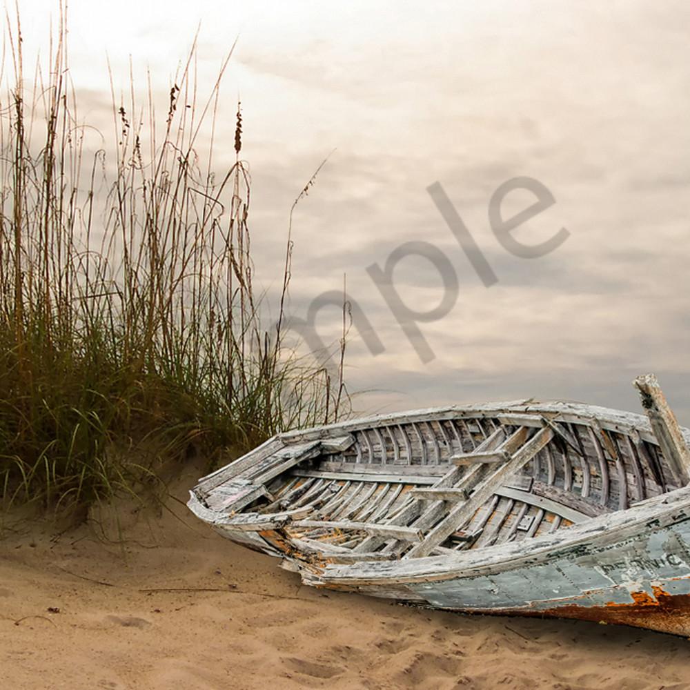 Abandoned on the beach k1abqd