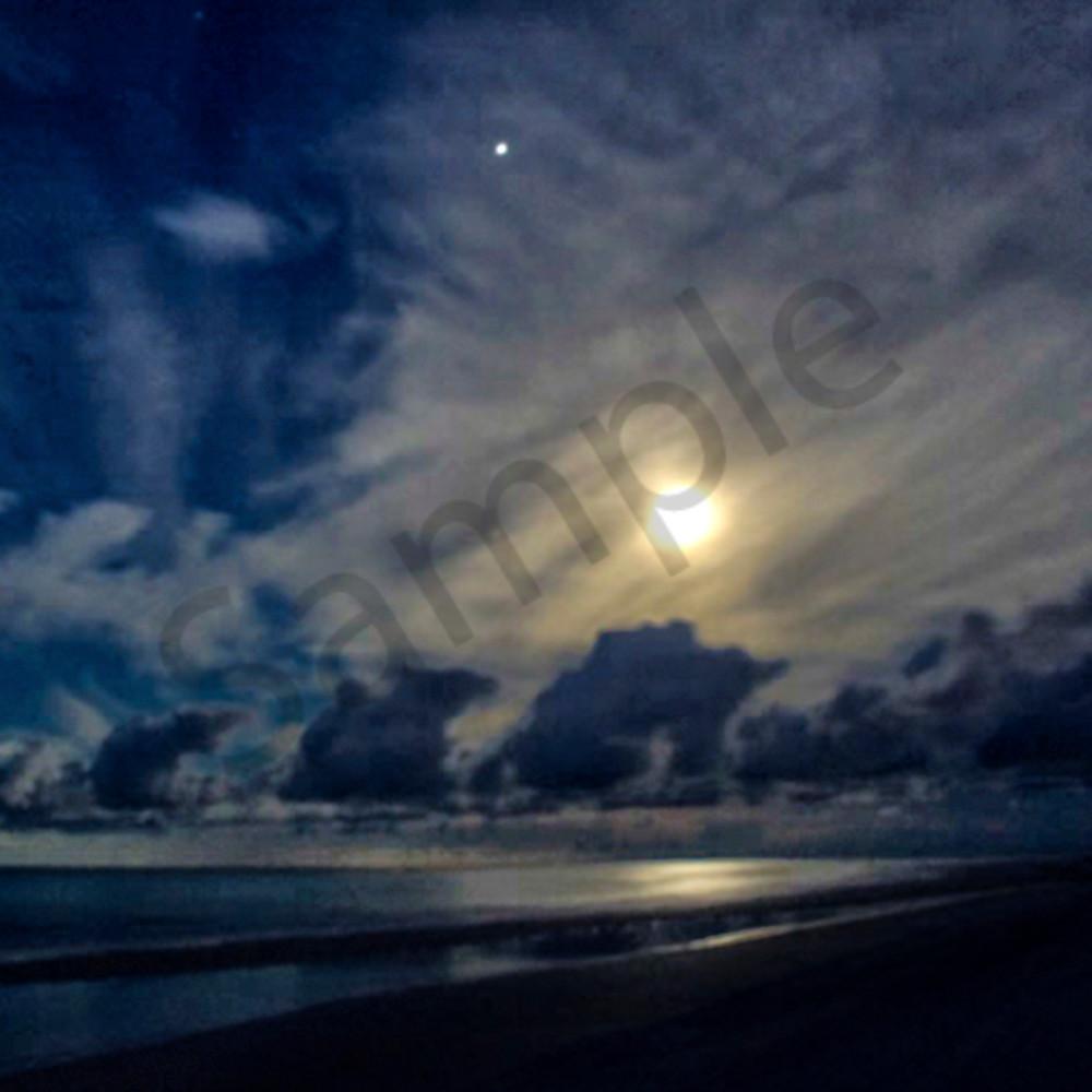Moonset over siesta s0oe4m