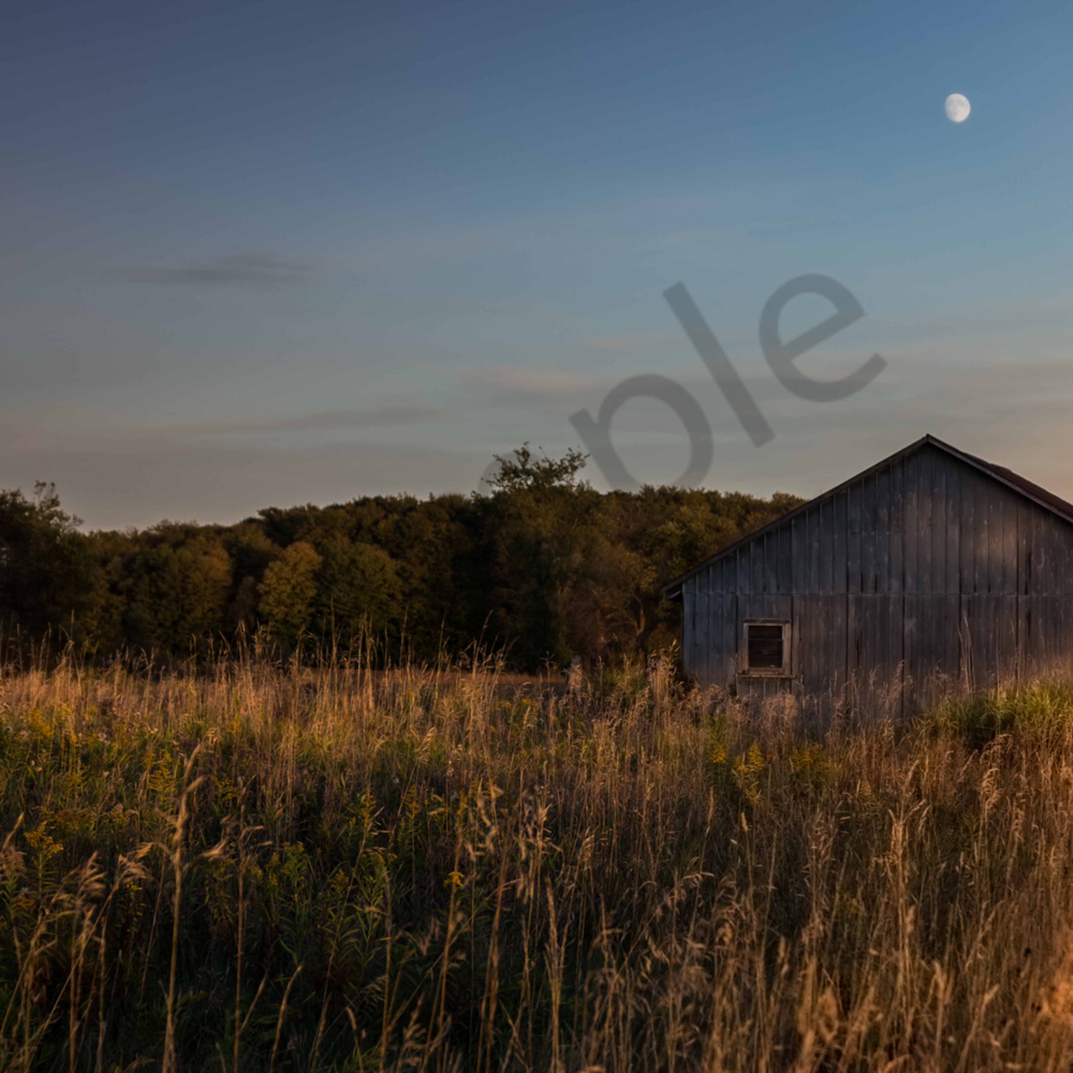 Barn and moon qjrbxf