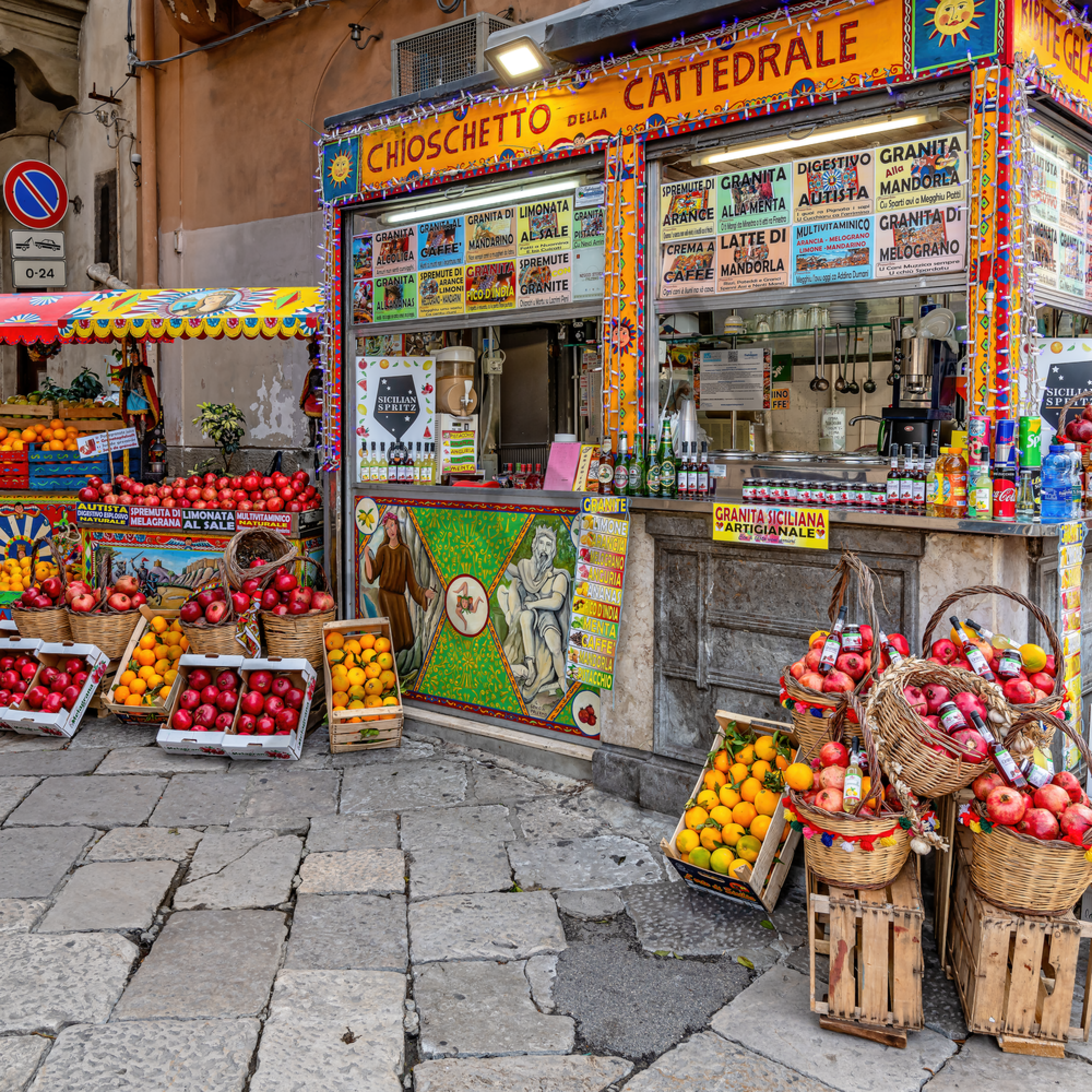 Fruit stand in palermo sicily italy hrjy9p