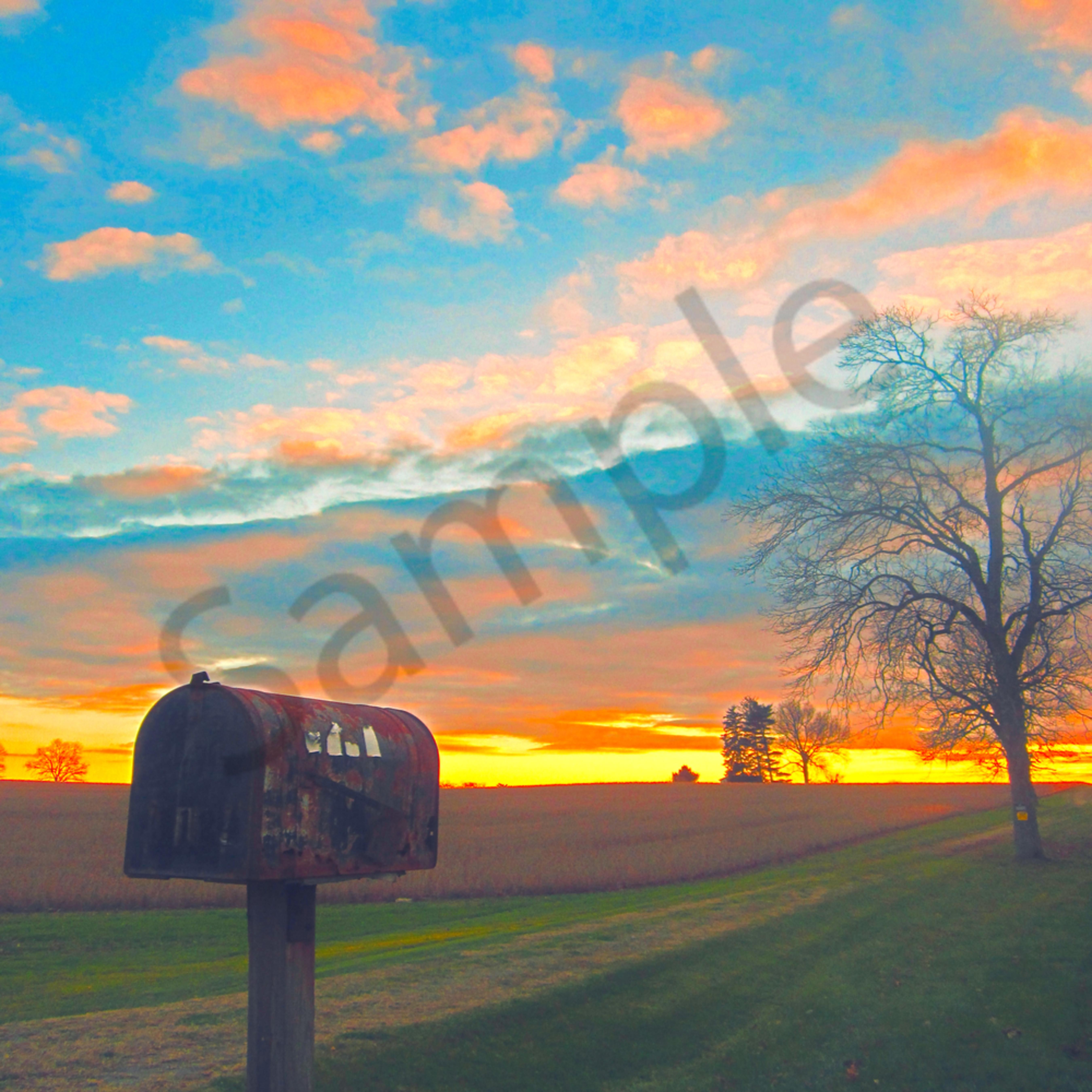 Old mailbox and sky website flhudj