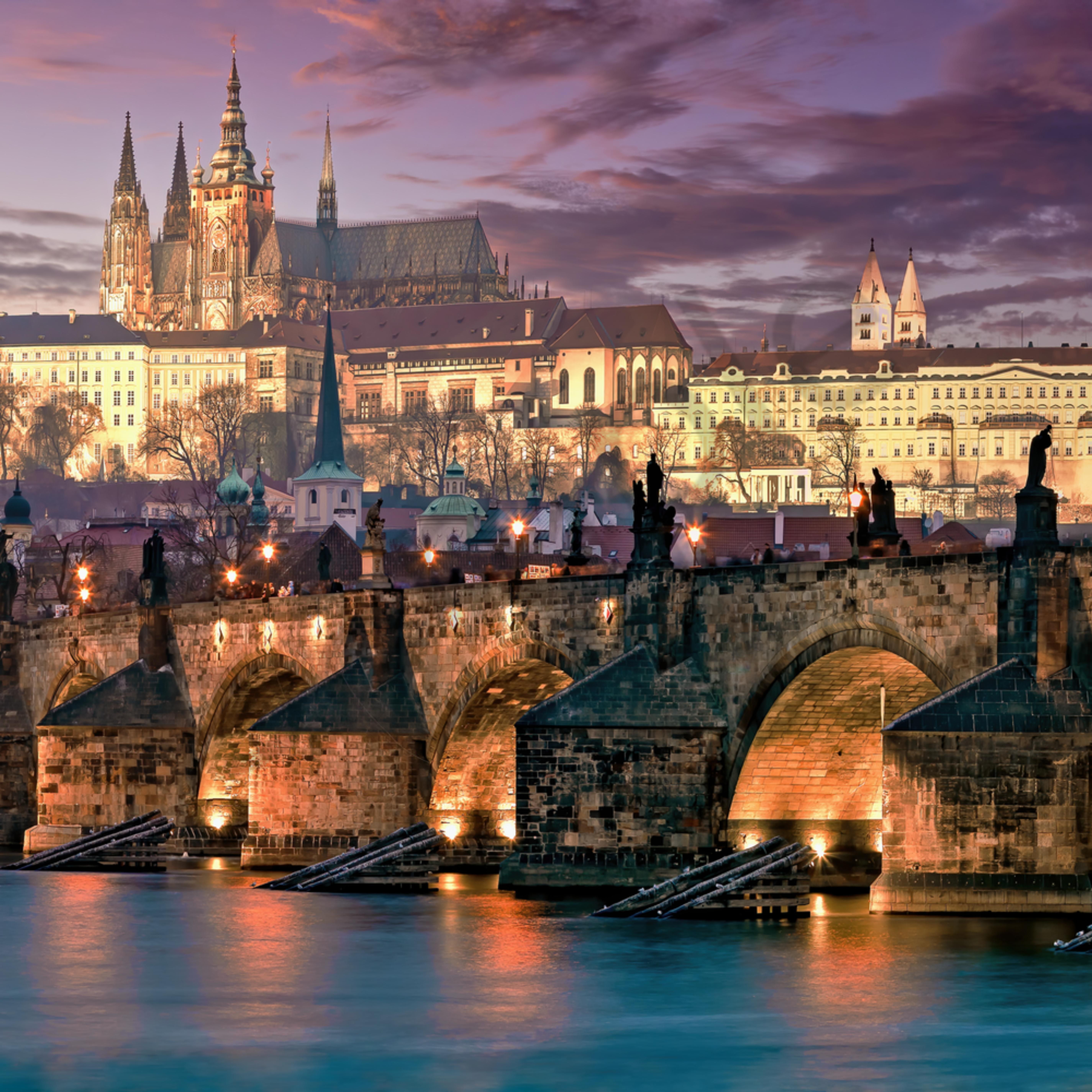 Prague and charles bridge at night xjseoy