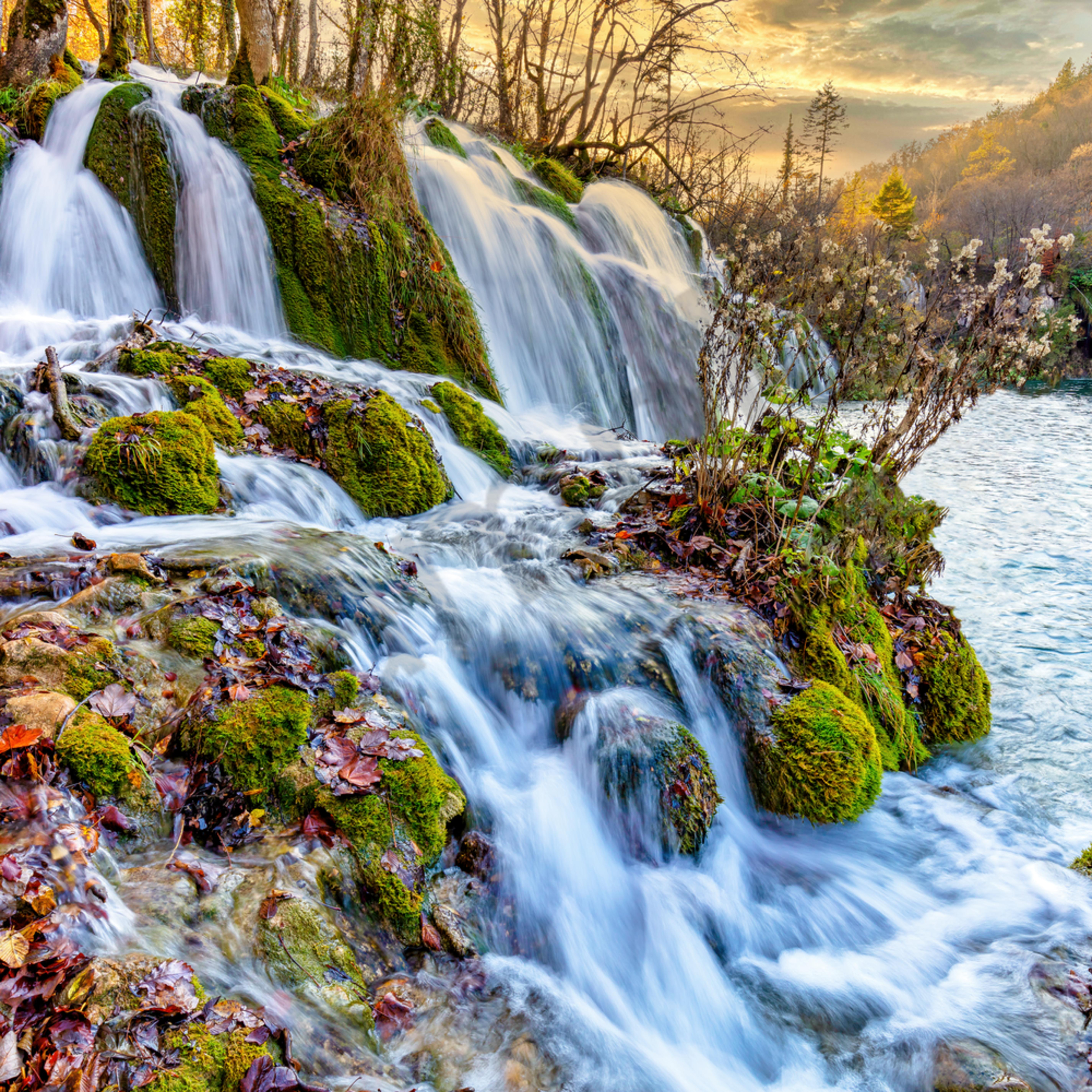 Twin waterfall in plitvice croatia dtxqgf