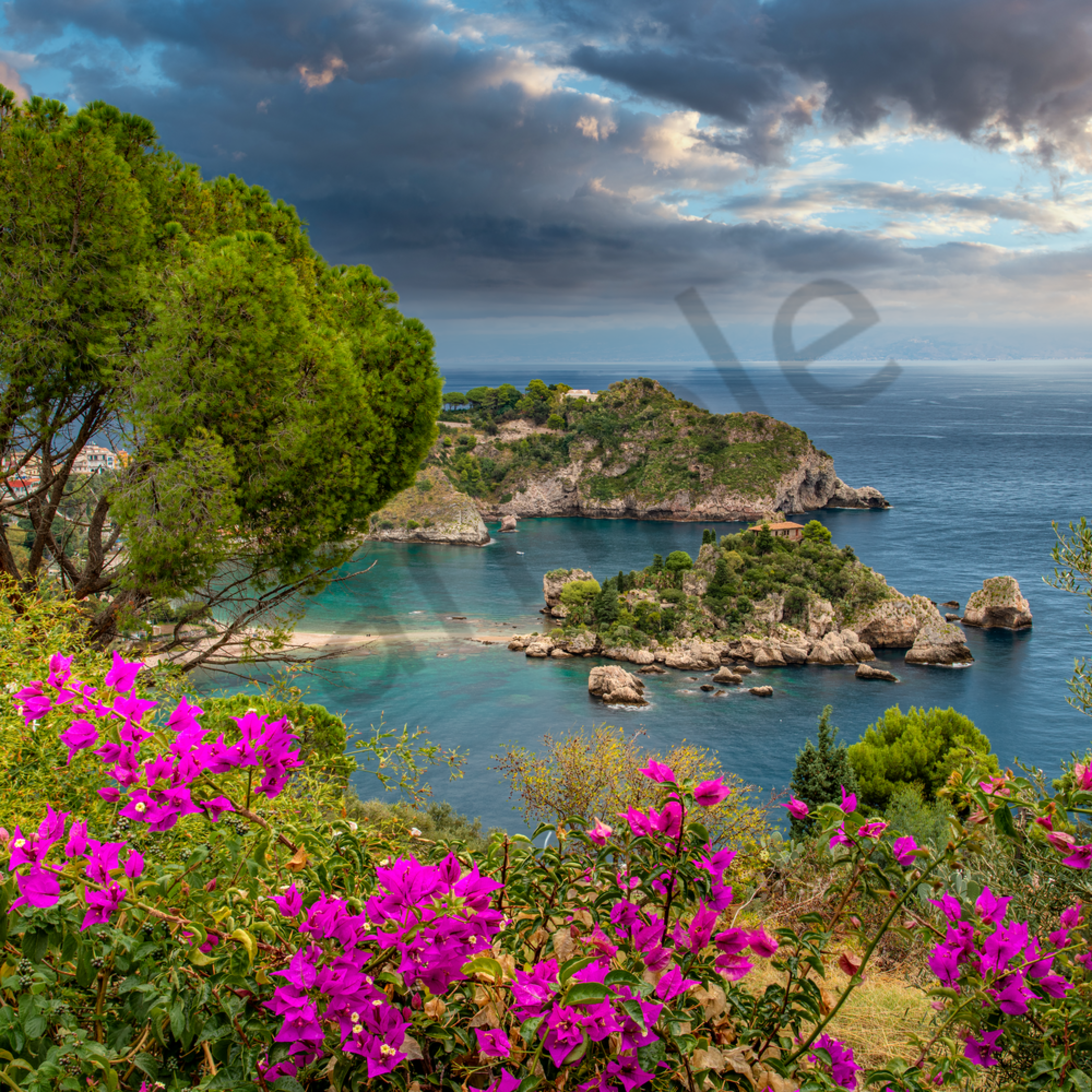 Isola bella with bougainvilleas taormina sicily italy nkzkzs