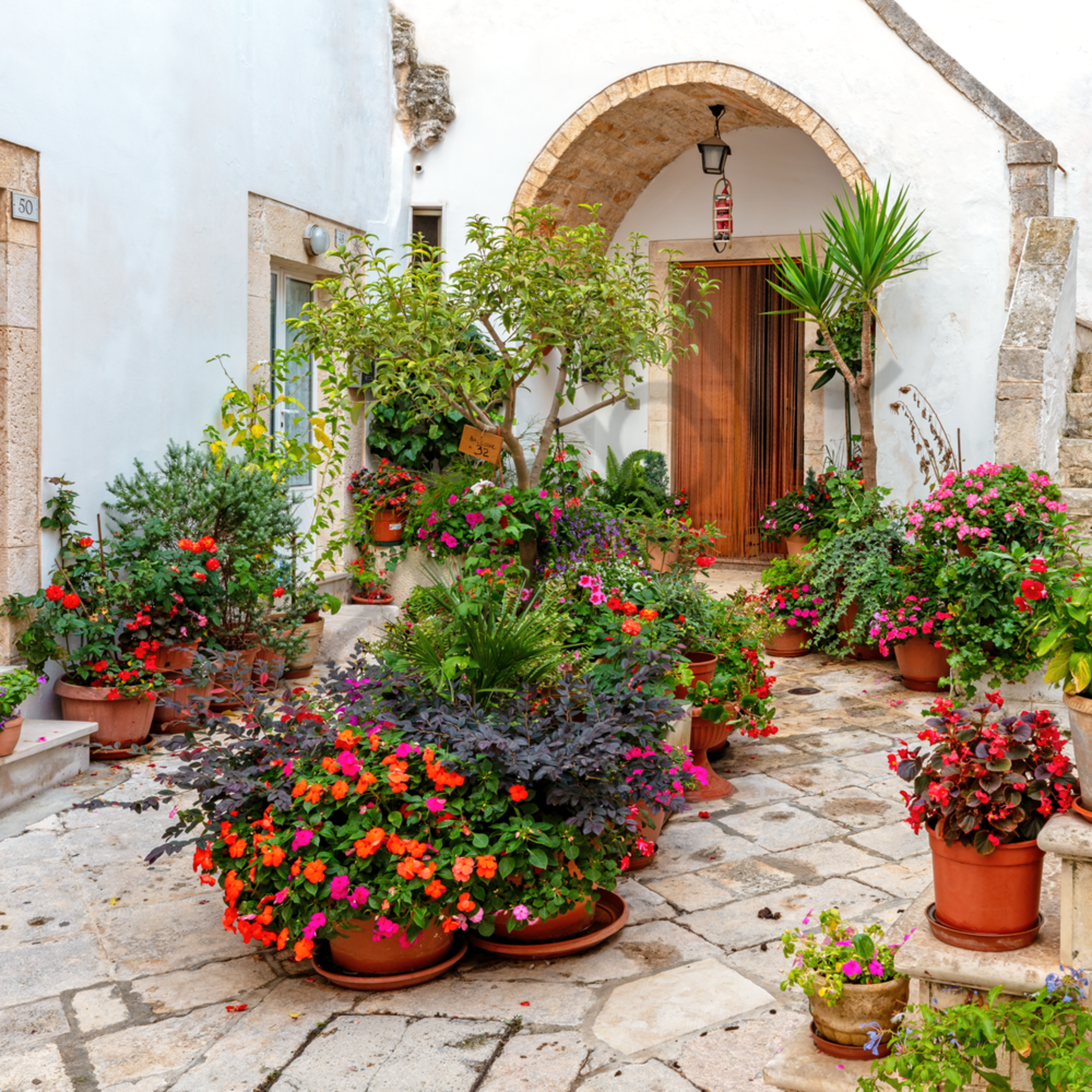Courtyard with flowers locorotondo puglia italy ii jwaumq