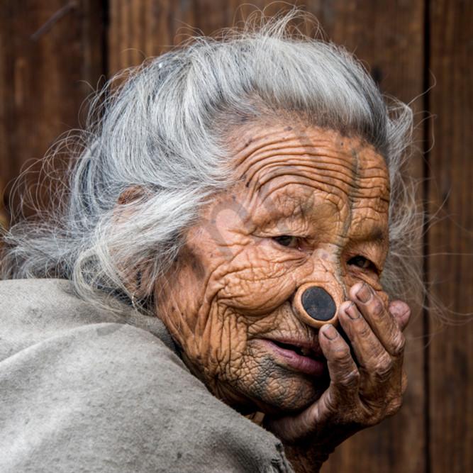 Apatani woman gray hair ds47vj