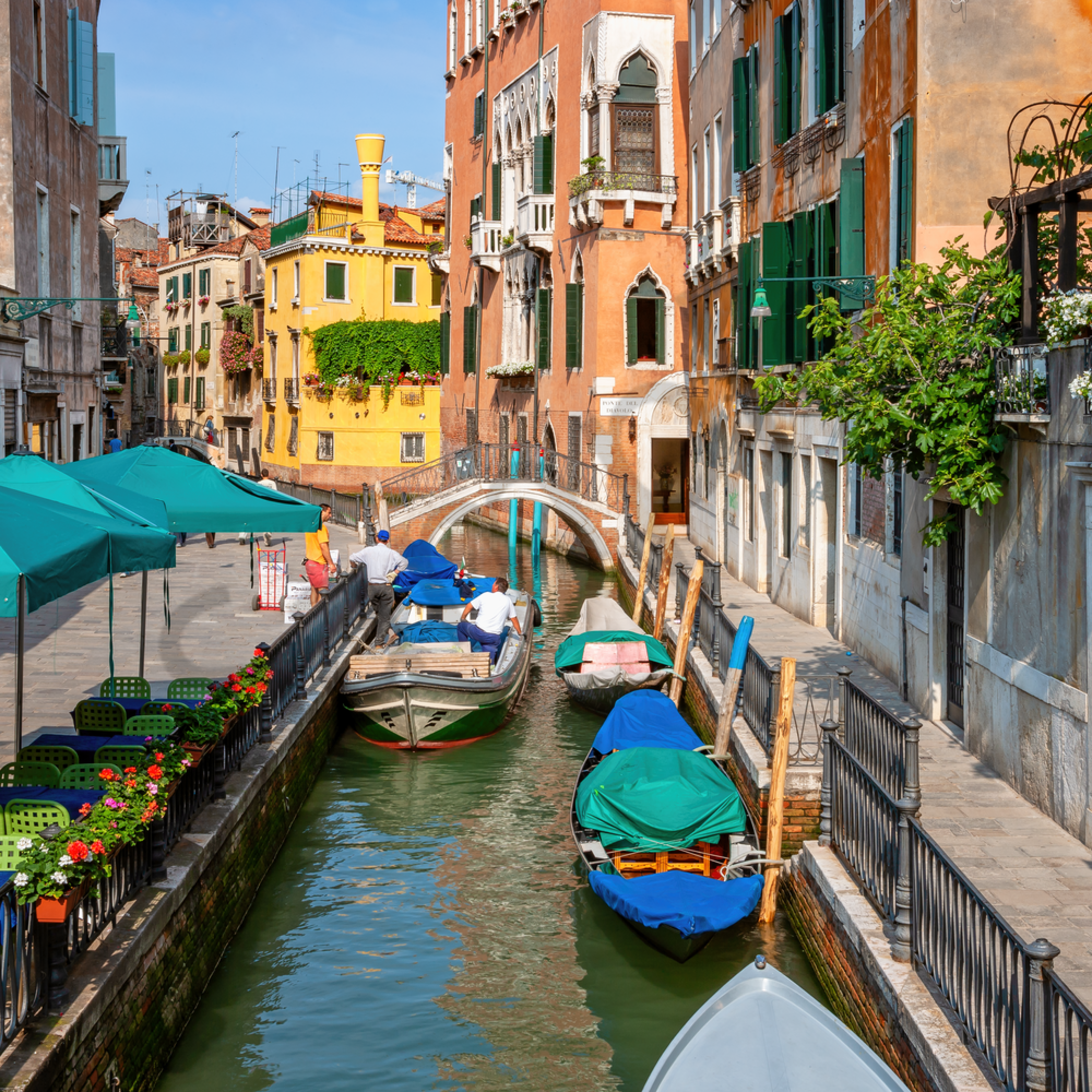 Venice and canal italy y3tz2m