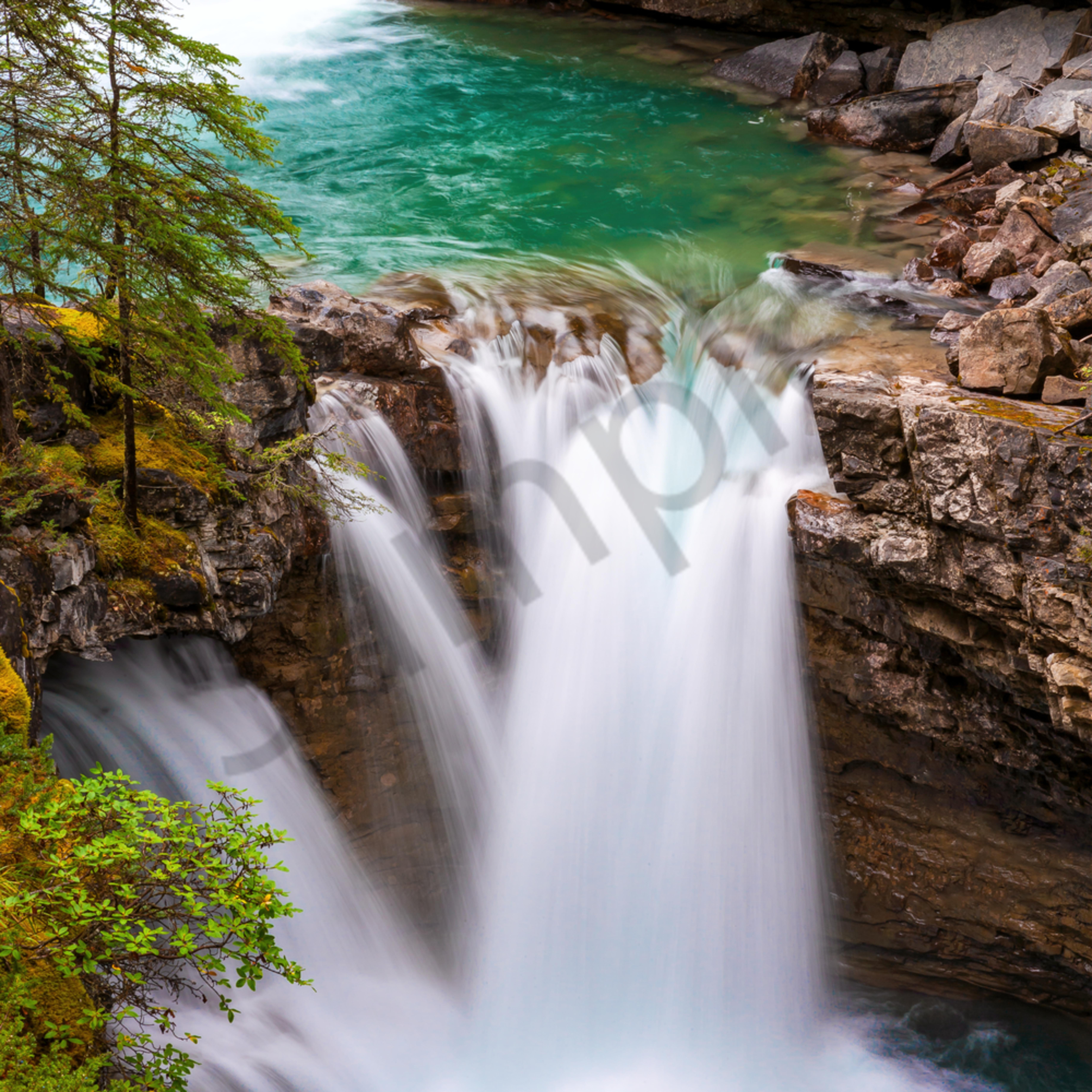 Waterfalls and banff national park alberta canada. dqvx9g