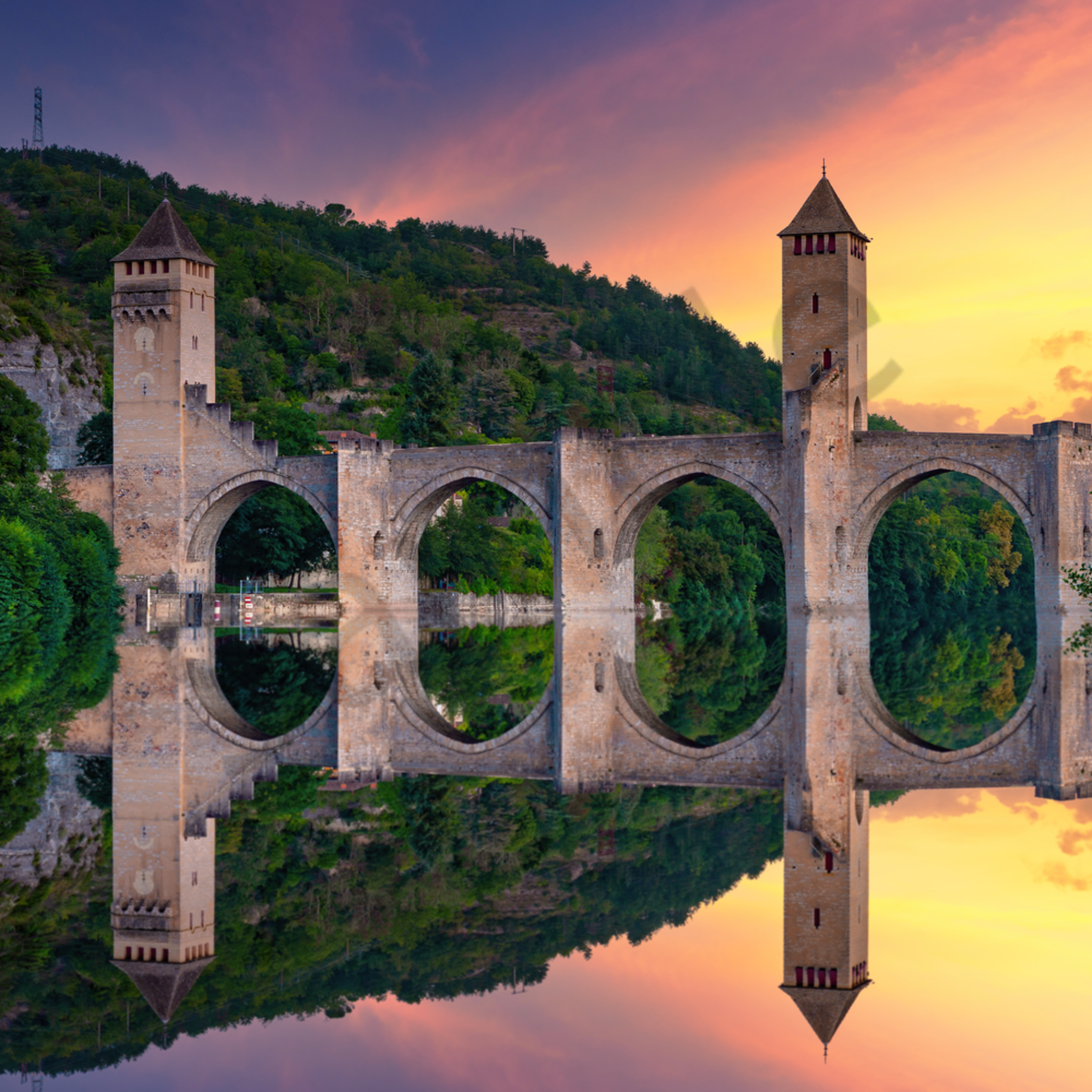 Sunset and reflection cahors france vdzukx