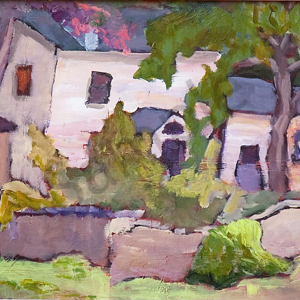 House behind rock wall dsc 7976 zze49t