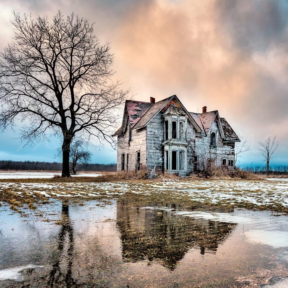 Abandoned beauty utm6yc