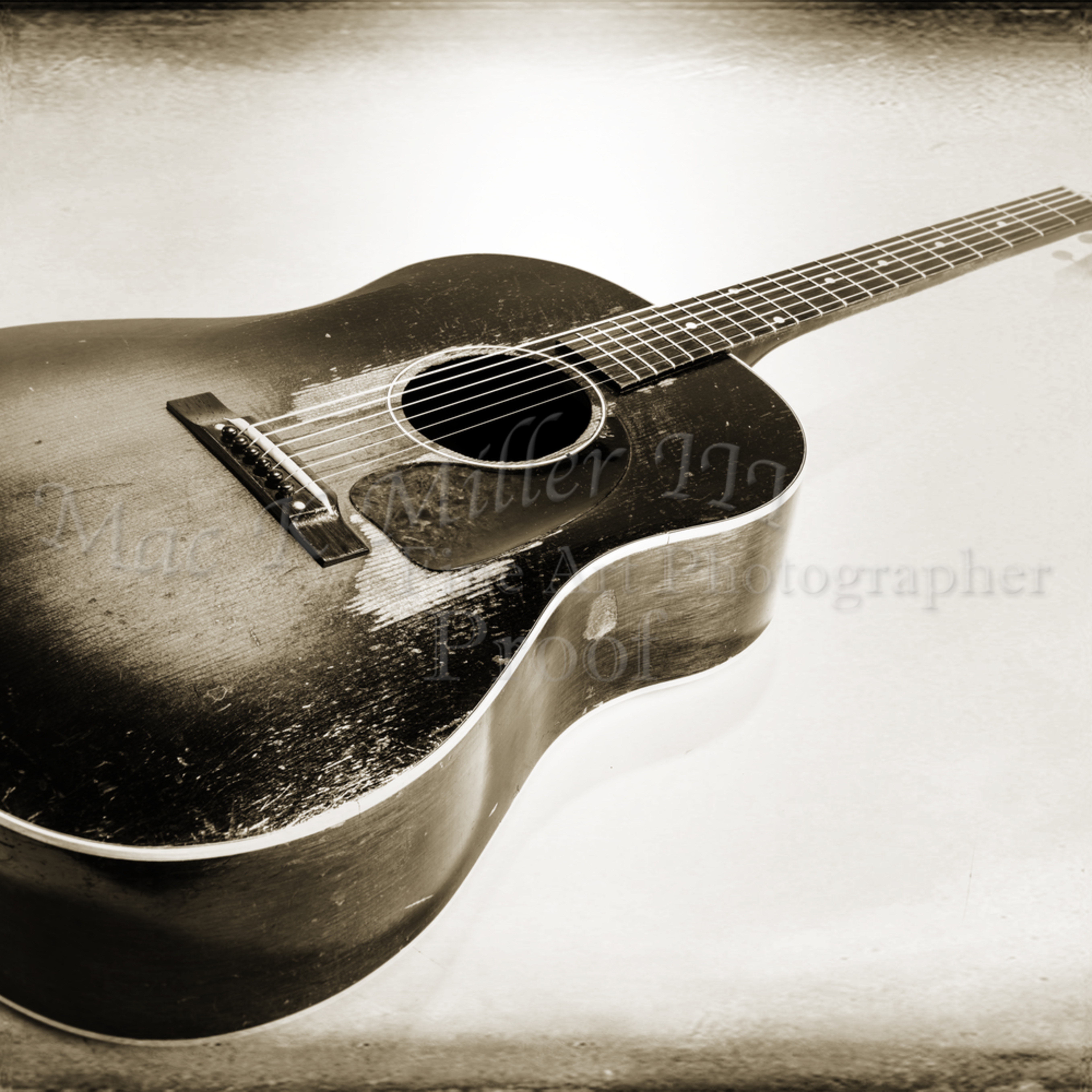 440.1834 gibson j45 in black and white mgyrd3