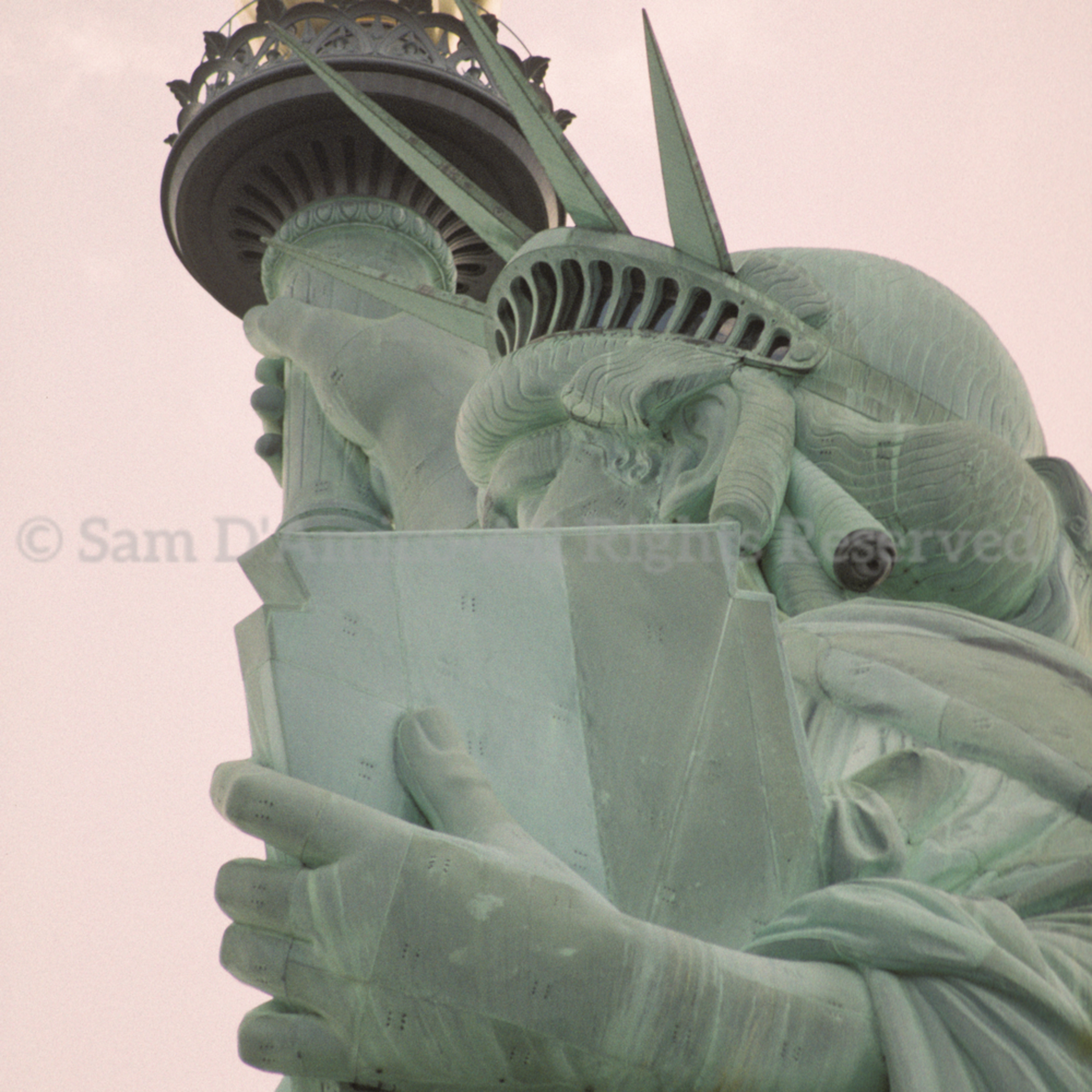Statue of liberty close up side view mefzi7