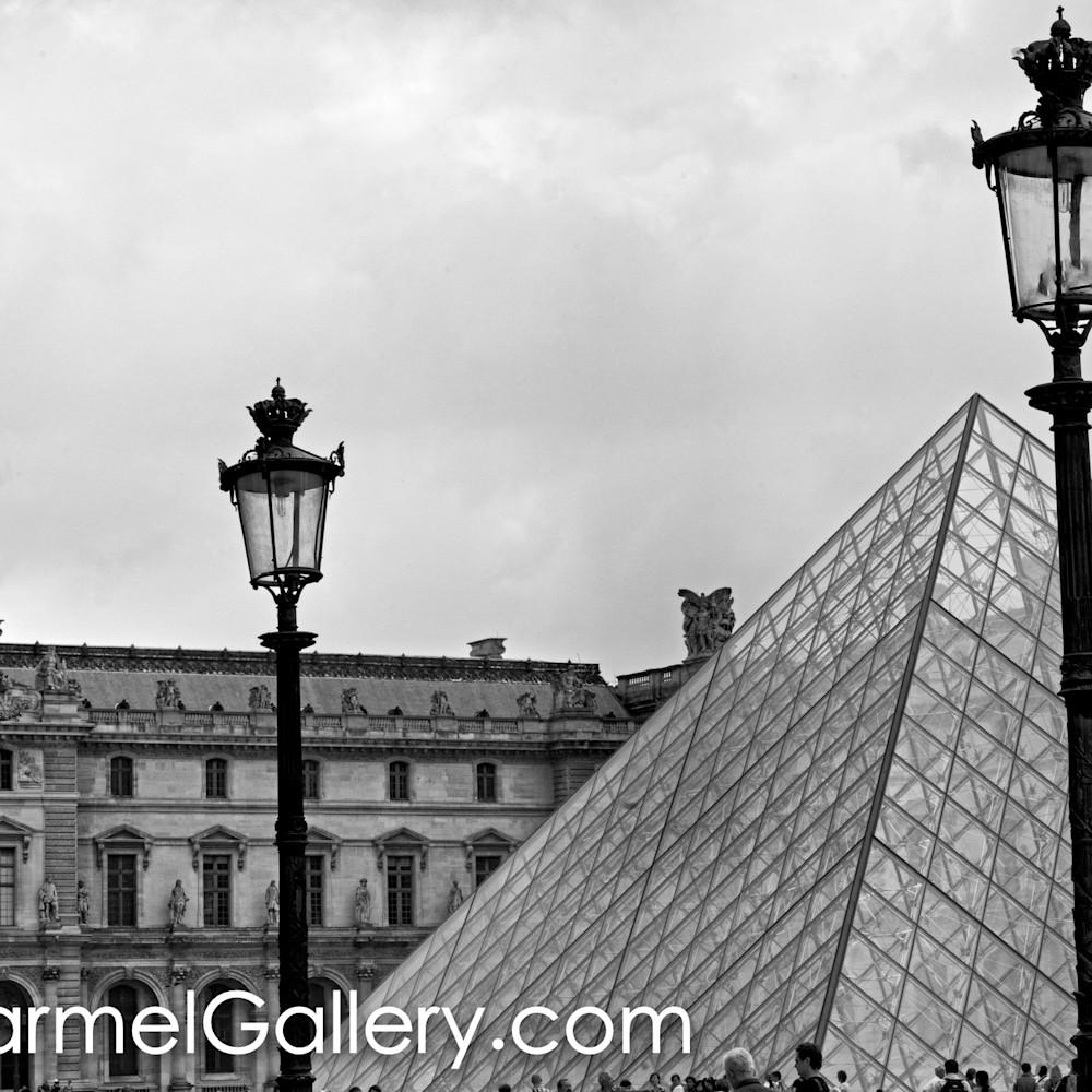 Louvre pyramid adekjt