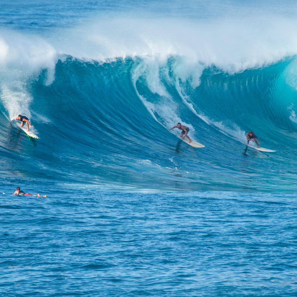 Nice wave 3 guys hard bottom turn xv87ps