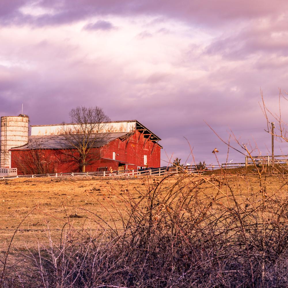 Pretty little barn pdghgd