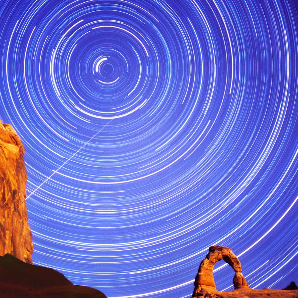 Meteor at delicate arch y8crkc