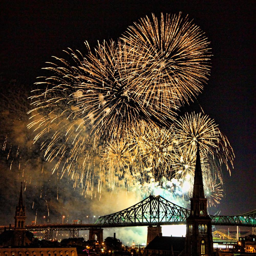 Fireworks over jacques cartier bridge 1 rc4fp5