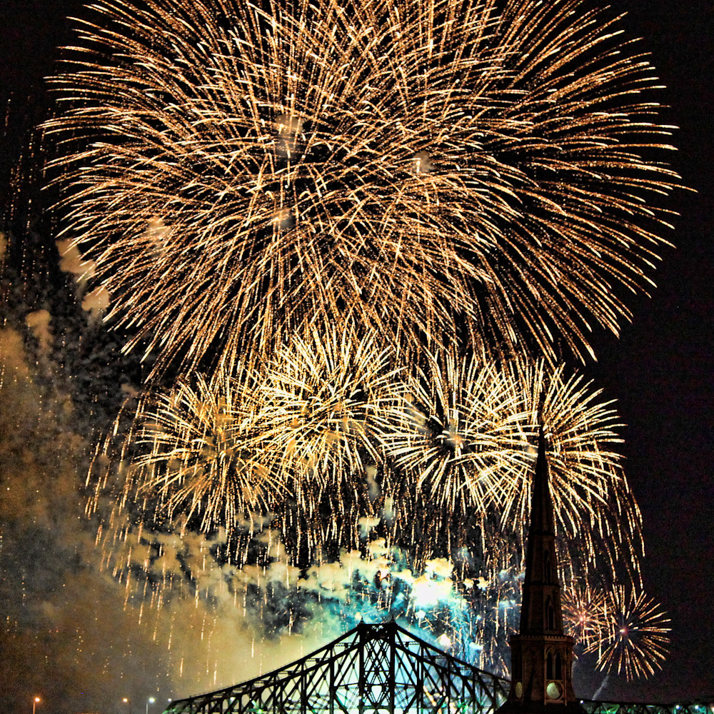 Fireworks over jacques cartier bridge 2 x9cufy