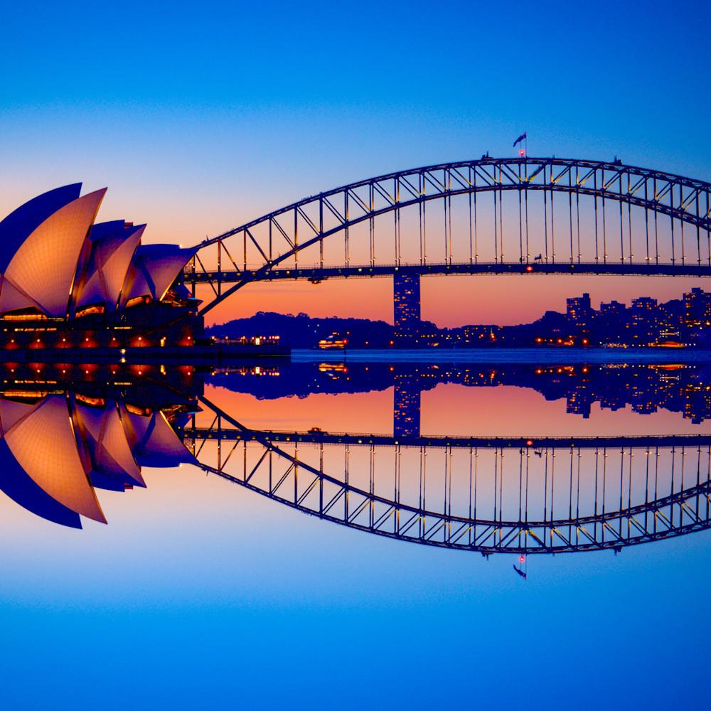 Reflected icons   sydney harbour bridge sydney opera house   sydney nsw australia uyo6oc