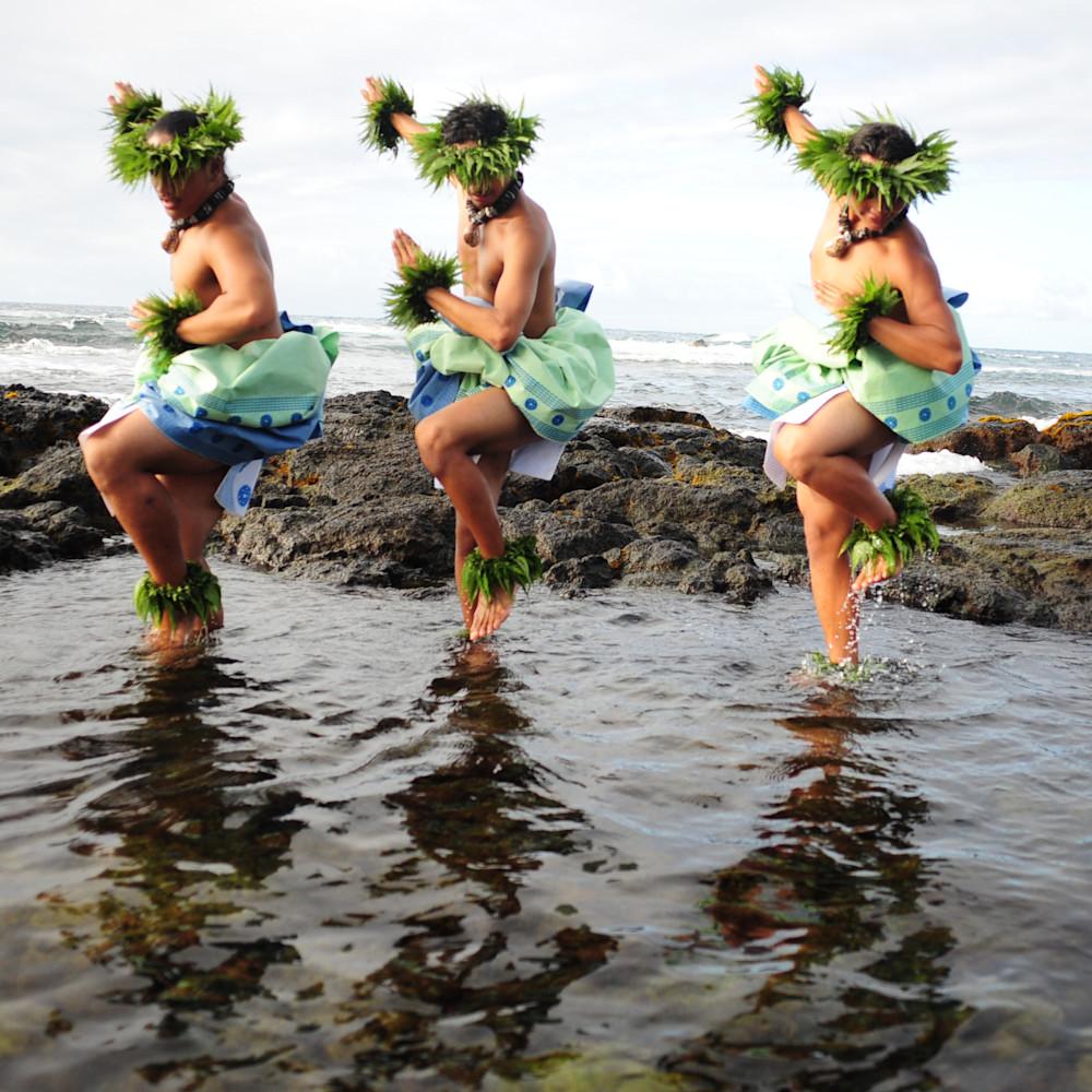 Hula men 3 in water 2 pb31wn