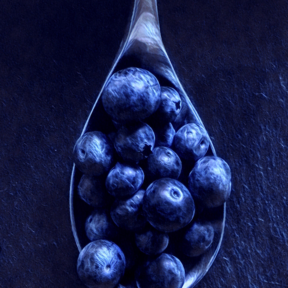 Blueberries spoon2 yyecvi