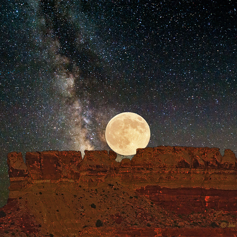 Moon on butte and milky way c4hjqp