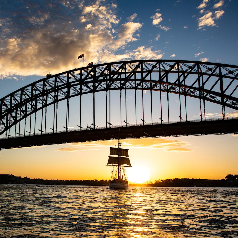 Sailing into the sydney sunset b4qghl