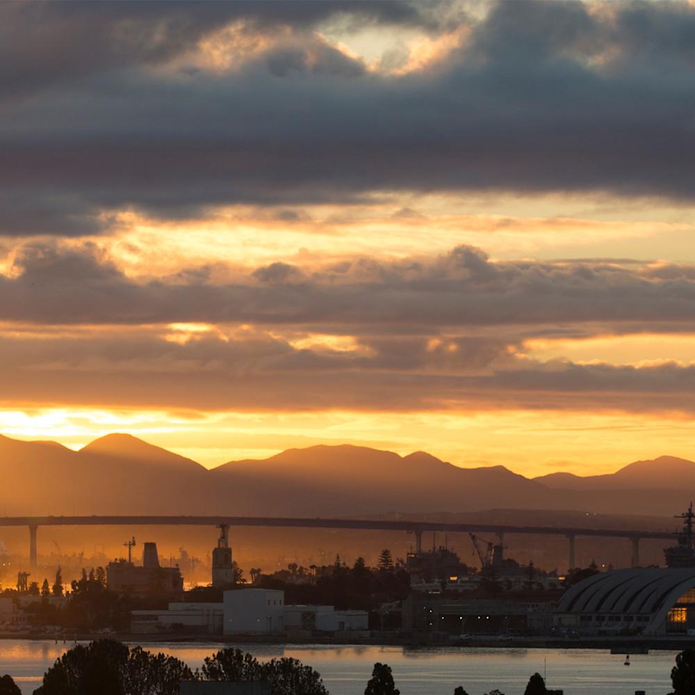 Stormy sunrise on the coronado bridge r4vwbm
