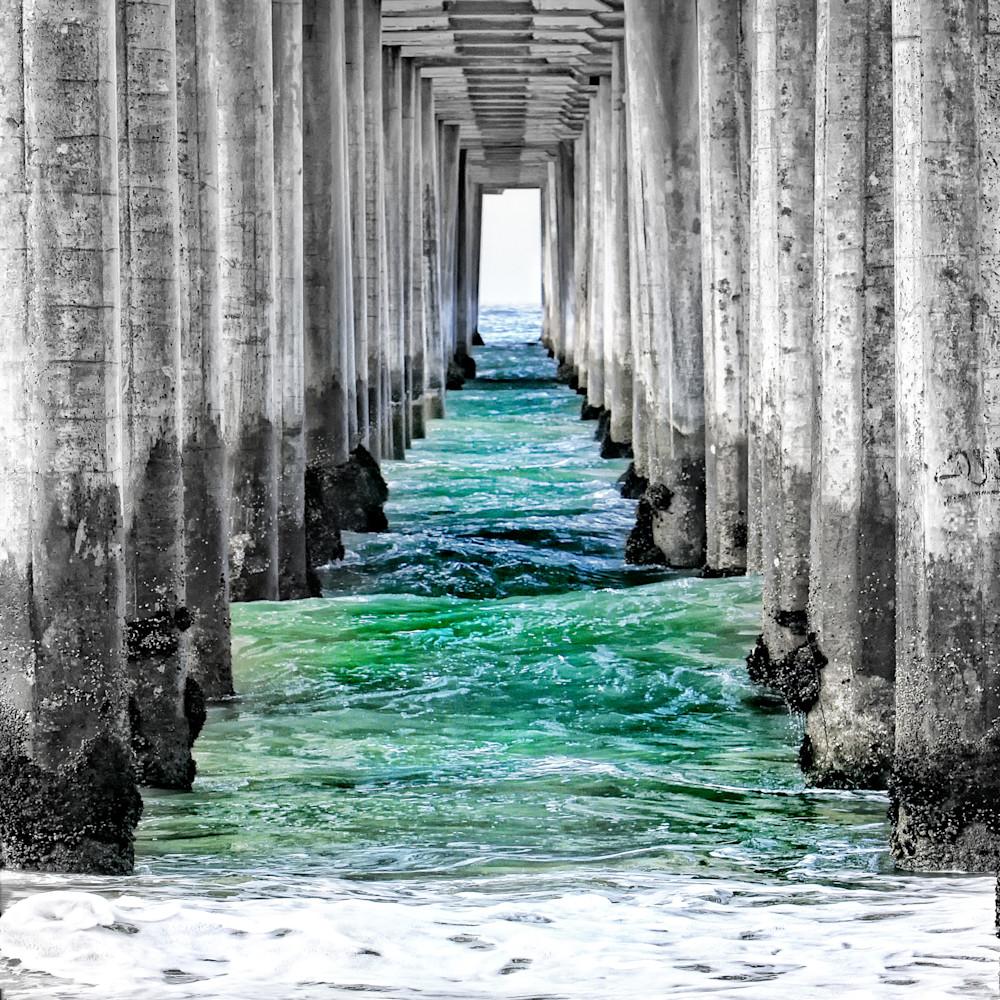 Hbunder the pier bw color 24x36 ltqycm