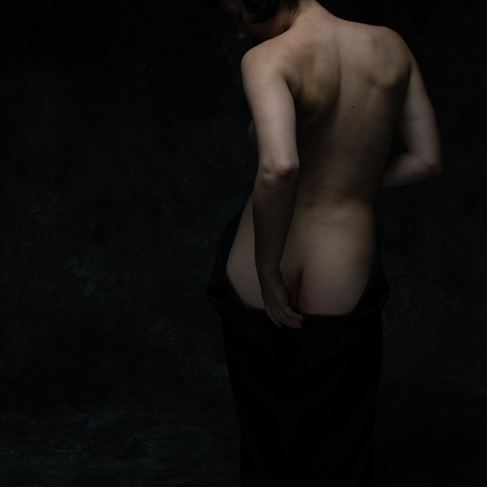 Nude with black drape blne9q