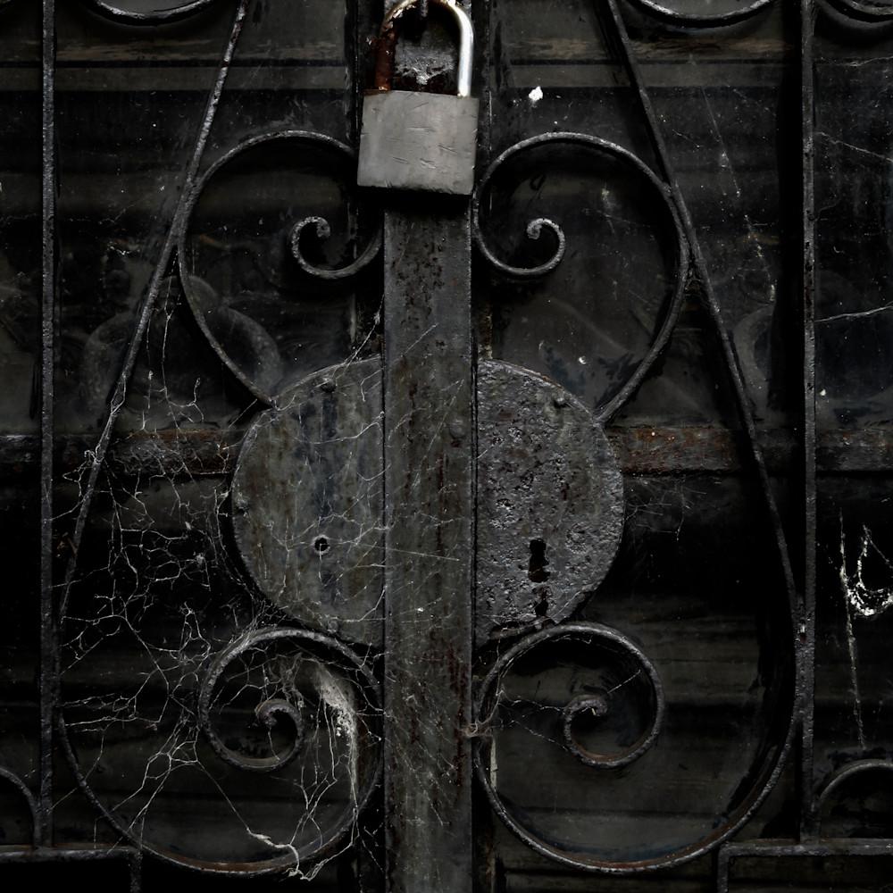 Under lock p8o5lt