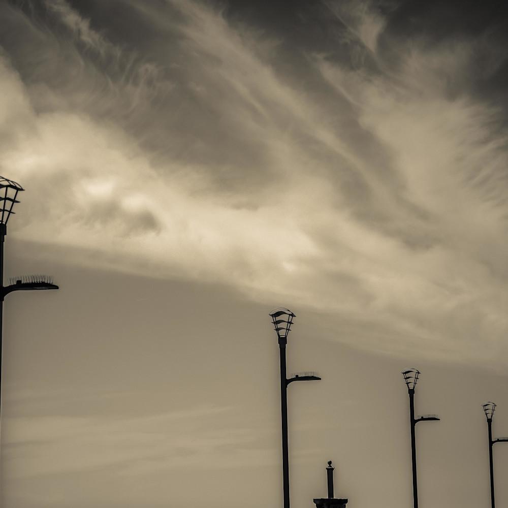 Lightstands and clouds atlantic city ul5mja