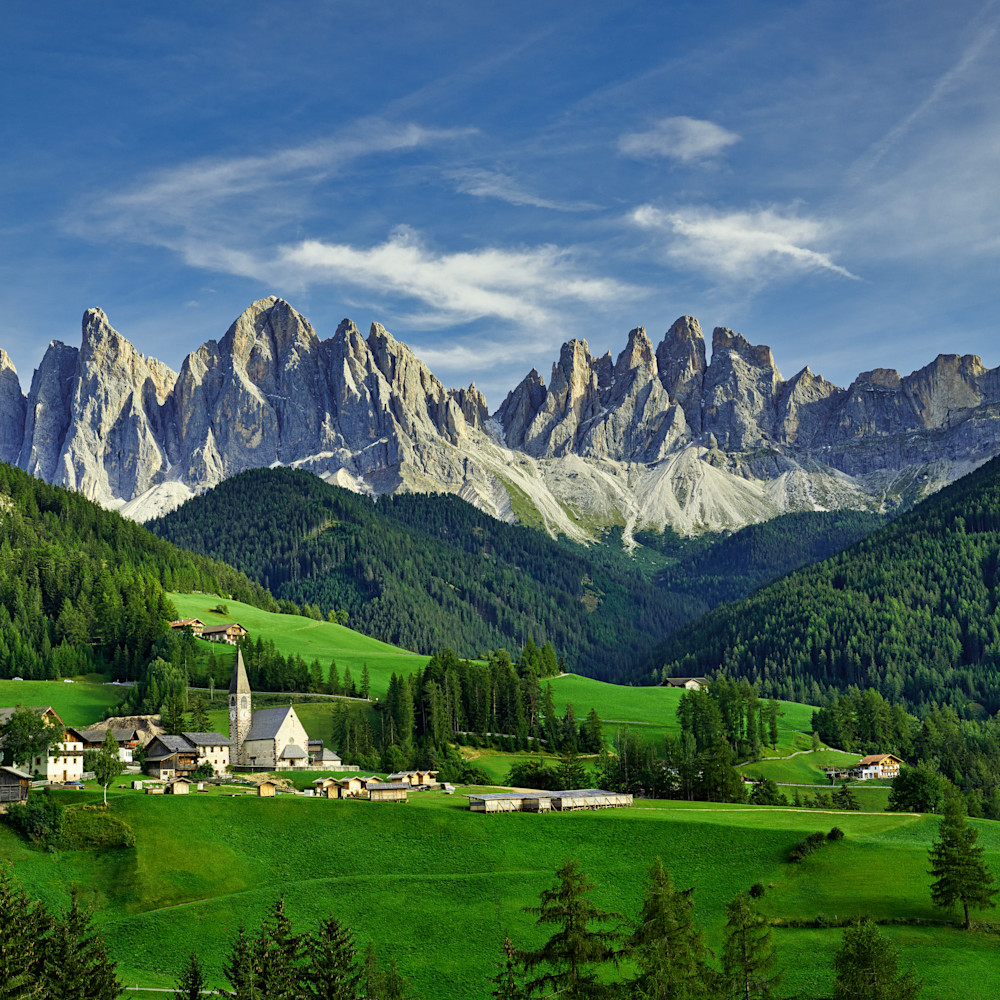 A church with mountains panorama 1lum yhfkrd