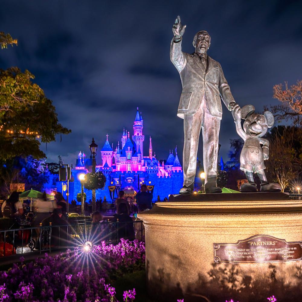 Disneyland at night e1glsd
