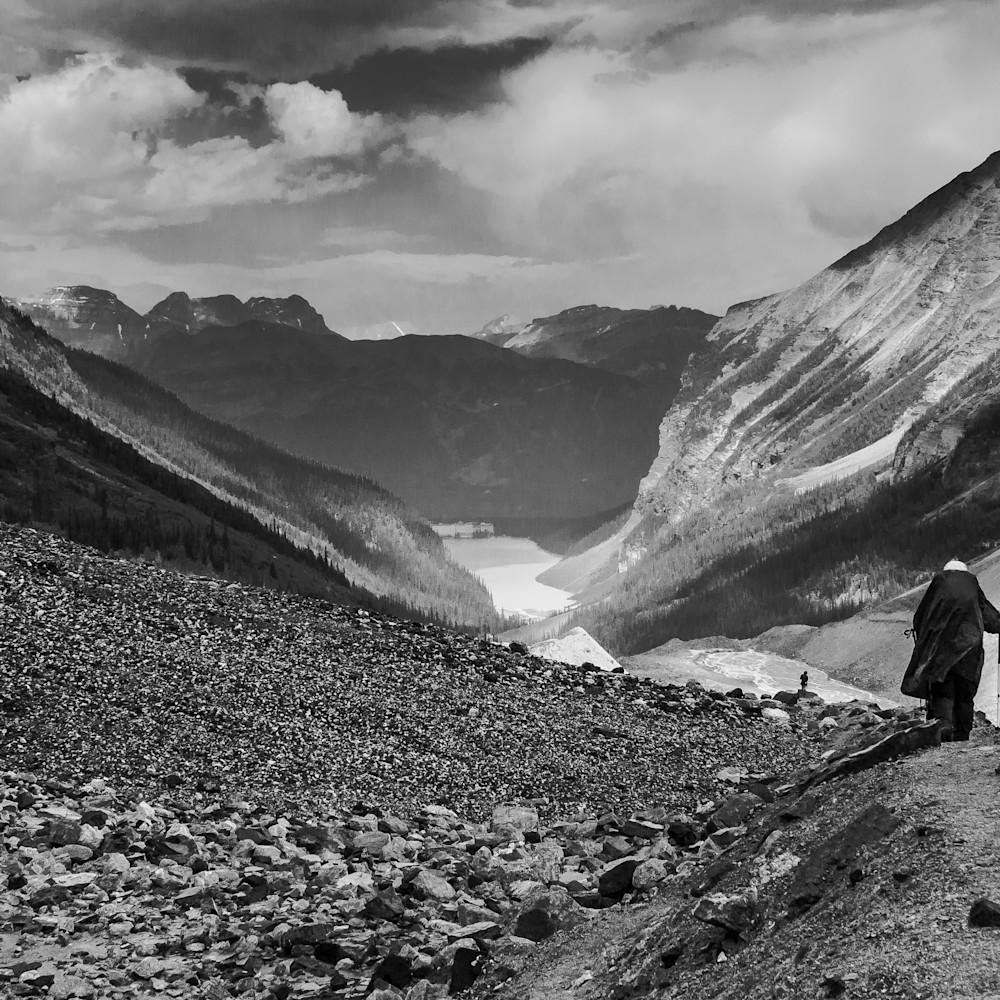 The hiker jyuagl