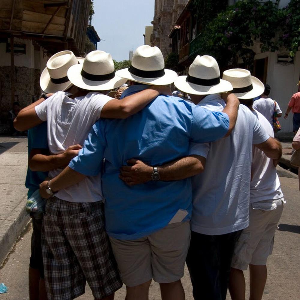 Friends with hats zmwxow