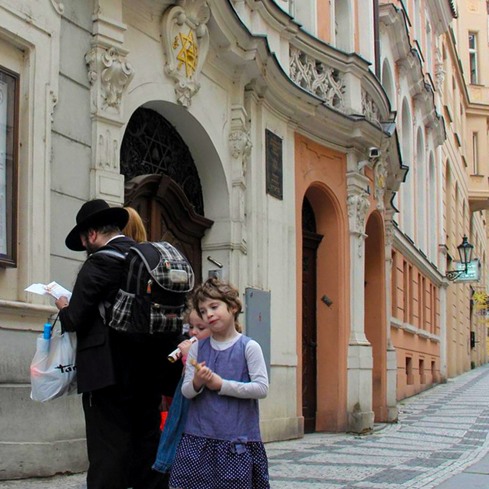 Hassid daughter in prague le1mwo