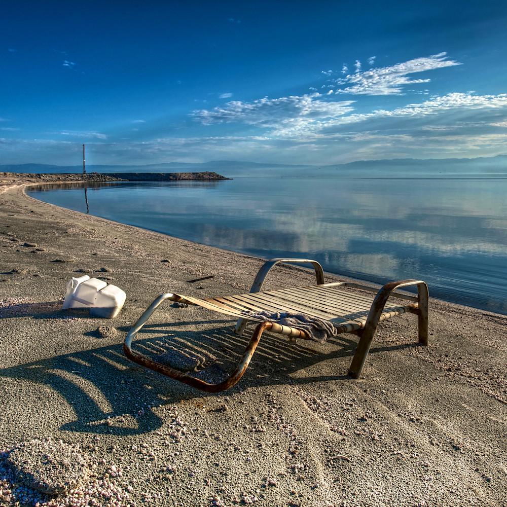 Abandoned lounge chair salton sea california t24gjb