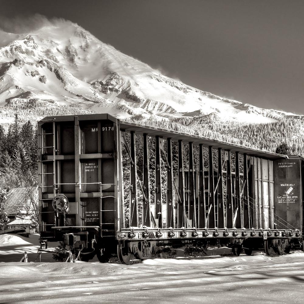 Shasta snow covered train california spz7zo