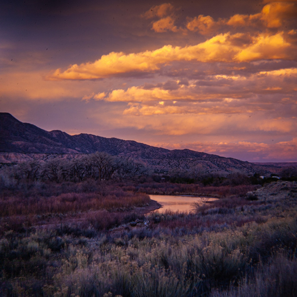 Sunset clouds over chama river abiquiu y7tz2u