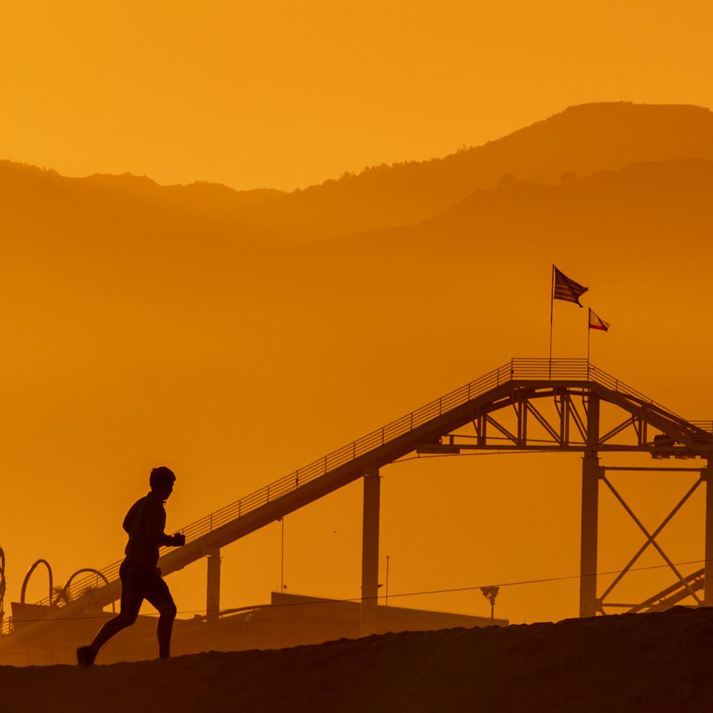 Jogger pier silhouette k0yjuf