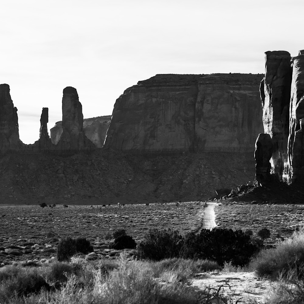 Andy crawford photography monument valley three sisters q0fhmd