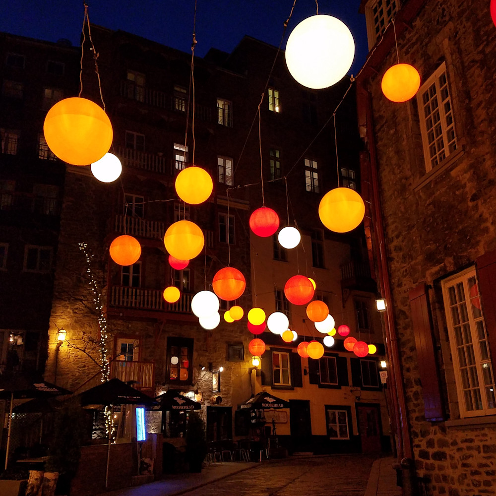 Floating light in old quebec city qtxwzr