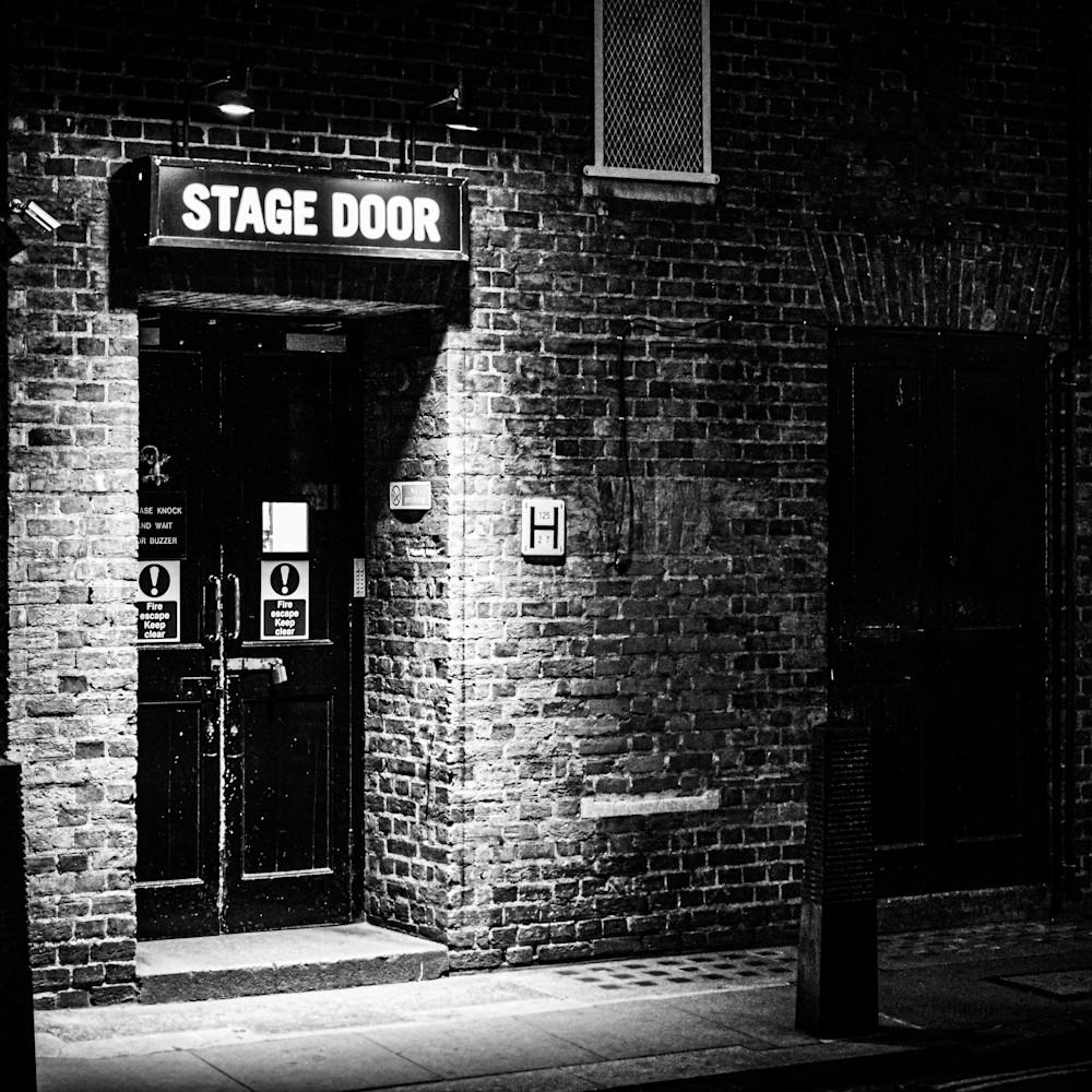 Stage door eaxys2
