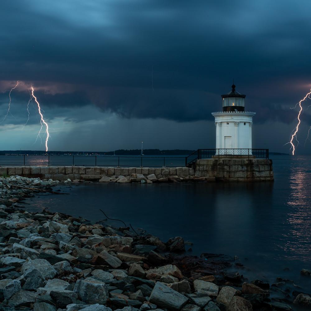 Lightning strikes at bug light vv7rcl