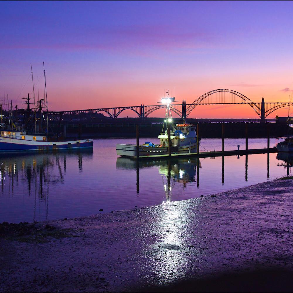 Fishing boats dusk newport oregon coast mk6mjt